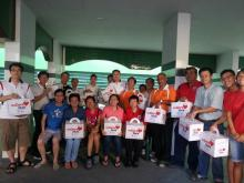 Eunos Grassroots Leaders distribute WeCare PAcks to residents